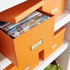 Para guardar cds, dvds, jogos… caixas etiquetadas são uma ótima opção! Fica lindo e organizado! #nicoleorganiza #personalorganizer #homeorganizer #euorganizo #organizer #organizaçao #organizado #tudonolugar #getorganized #sembagunça #tchaubagunça #dica #tip #soluçao #caixas #dvds #cds #jogos #casaorganizada #casalinda #home #box #etiquetado