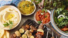 Dobrým grilovaným masem nebo zeleninou snad nikdo nepohrdne, co si chuť ale ještě vylepšit? Máme pro vás osm nejlepších dipů, které stojí za to ozkoušet. Meat, Chicken, Food, Beef, Meal, Essen, Hoods, Meals, Eten