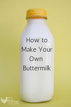 Ever wanted to make fried chicken or buttermilk pancakes and don't have any buttermilk? Make some at home in less than 5 minutes! Add 1 tablespoon vinegar per 1 cup milk and stir. The vinegar reacts with the milk and makes buttermilk. Buttermilk Recipes, Homemade Buttermilk, Buttermilk Pancakes, Homemade Cheese, Buttermilk Substitute, Buttermilk Chicken, Homemade Yogurt, Homemade Recipe, Recipe Recipe