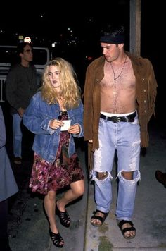 Style Icon Drew Barrymore In honor of her birthday today, I'm making Drew Barrymore my current featured vintage style icon! Drew Barrymore 90s, Drew Barrymore Style, Grunge Look, Grunge Style, Soft Grunge, Fashion Kids, Trendy Fashion, Vintage Fashion, Tokyo Street Fashion
