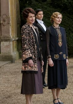 Lady Edith outfit: Downton Abbey Season 6 Episode One