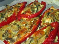 Πιπεριές Φλωρίνης με μανιτάρια και τυριά! Μοσχοβολάει η κουζίνα βγαζοντάς τες από το φούρνο. Λατρεύω τις κόκκινες πιπεριές σε ό... Greek Recipes, Diet Recipes, Cooking Recipes, Mushroom Recipes, No Cook Meals, Finger Foods, Piece Of Cakes, Vegetable Pizza, Side Dishes