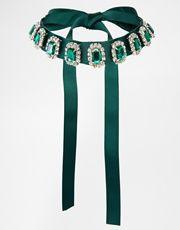 Ожерелье-чокер с изумрудными камнями ASOS