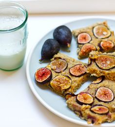 """Fresh Fig Bars for Summer,"" via Lunchbox Bunch. Click through for a vegan ""fig-bar-meets-muffin-top-meets-morning-oatmeal. Vanilla, spice, maple flavors with a hint of citrus, walnut, coconut and banana. Plenty of candy-sweet fig flavor in there too. Delicious enough for dessert yet healthy enough to fuel your day..."""