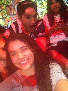Selfie do Tom com uma HV Girl em Monterrey (via @CoralBiebs) #CoberturaTWBR