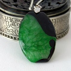 Black and green agate gemstone pendant necklace £12.00
