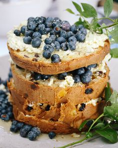 The perfect Panettone Recipe can offer the simplest delight, best enjoyed in long, skinny wedges with lashings of creamy mascarpone and sweet wine. Ricotta Cake, Sweet Wine, Quick Easy Meals, Salmon Burgers, Cheesecake, Ethnic Recipes, Party, Desserts, Food