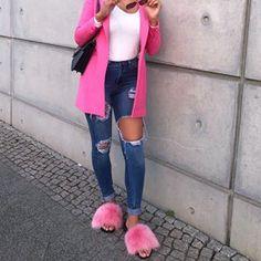 Pink Sunday 🎀👉🏻 @jahy.c 👉🏻 hauteacorn.com 👡....#furslides #fluffyslides #instalike #instagood #furshoes #fursandals #furflipflops #slides #furslippers #slippers #sandals #shoes #indoor #outdoor #realfur Fluffy Sandals, Fluffy Slides, Cute Slippers, Mink Fur, Fur Slides, Acorn, Indoor Outdoor, Sunday, Classy