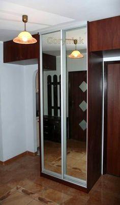 zabudowa przedpokoju szafą z pawlaczami wykonanymi z płyty na zawiasach puszkowych blum lub hettich http://www.goryniak.pl/szafy_wnekowe.html#szafa_do_przedpokoju