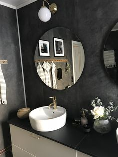 Modern Bathroom Vanities for Homes and Gardens Rustic Bathroom Designs, Bathroom Design Luxury, Modern Bathroom Decor, Bathroom Ideas, Bathroom Vanities, Bathroom Layout, Bathroom Cabinets, Bathroom Organization, Dark Bathrooms