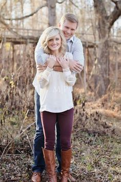 fall engagement - blanket engagement - fall outfit inspiration - posing ideas - McDaniel Farm Park - Georgia