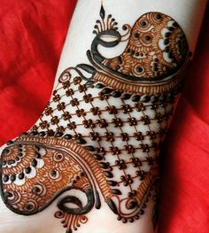 Latest Mehndi Designs for Legs on Happy Shappy. Browse 2000 latest designs for legs and feets online here Rajasthani Mehndi Designs, Mehndi Desing, Legs Mehndi Design, Modern Mehndi Designs, Dulhan Mehndi Designs, Wedding Mehndi Designs, Mehndi Design Pictures, Beautiful Mehndi Design, Latest Mehndi Designs