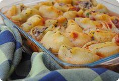 מאפה סלסילות פסטה במלית בשר Pasta Pie, Pasta Salad, Shrimp, Meat, Chicken, Ethnic Recipes, Food, Recipes, Crab Pasta Salad