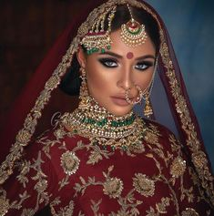 We cant get over work ? the model looks stunning! A perfect look for a fall bride We cant get over work ? the model looks stunning! A perfect look for a fall bride Pakistani Bridal Makeup Red, Asian Wedding Makeup, Indian Makeup, Bridal Makeup Looks, Wedding Makeup Artist, Indian Bridal Wear, Indian Wedding Jewelry, Bridal Hair And Makeup, Bridal Jewellery