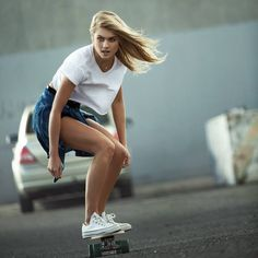 Cheveux longs skater girl