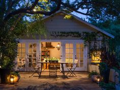 Outdoor patio lighting ideas -Do not keep the part contained inside at night. Migration to the patio area or lawn is possible with outdoor patio lighting Backyard String Lights, Backyard Lighting, Patio Lighting, Landscape Lighting, Lighting Ideas, Lighting Design, String Lighting, Garage Lighting, Lighting Concepts