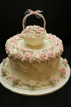This may be the prettiest cake I've ever seen. Gorgeous Cakes, Pretty Cakes, Amazing Cakes, Cake Roses, Rose Cake, Royal Icing Cakes, Buttercream Cake, Unique Cakes, Creative Cakes