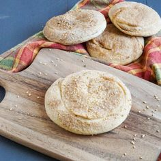 Tahinov Hats of Armenian Bread Recipe, Armenian Recipes, Jewish Recipes, Armenian Food, Armenian Culture, Lebanese Desserts, Asian Desserts, Empanadas, Kaak Recipe