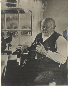 Photograph of Elmer Crowell, Anthony Elmer Crowell wood carver and artist who crafted numerous realistic bird decoys. Decoy Carving, F Pictures, Hunting Pictures, Duck Calls, Duck Decoys, Duck Hunting, Half Blood, Mountain Man, How To Antique Wood