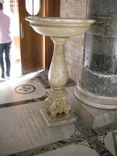 Sm al monte, interno, acquasantiera - Category:San Miniato al Monte (Florence) - Interior - Wikimedia Commons