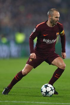 Andres Iniesta Photos - Andres Iniesta of Barcelona during the UEFA Champions League group D match between Juventus and FC Barcelona at Juventus Stadium on November 2017 in Turin, Italy. - Juventus v FC Barcelona - UEFA Champions League Champions League Football, Best Football Players, Football Moms, Soccer Backgrounds, Barcelona Players, Juventus Stadium, Girls Football Boots, Best Club, Skateboard Girl