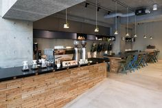A Look Inside the RATIO&C Concept Store in Tokyo: Cycling and coffee simply go hand in hand. Cafe Bistro, Cafe Bar, Coffee Shop Design, Cafe Design, Coffee Shop Japan, Coffee Shops, Mini Cafe, Farm Restaurant, Cafe Counter