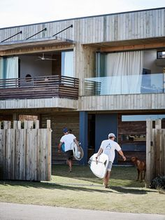 Fusing sustainable materials with easy, modern living, this South African beach house takes the concept of 'beach shack' to a whole new level. South African Homes, African House, Coastal Style, Coastal Decor, Coastal Living, Beach Shack, Outside Living, Interior Photo, Interior Ideas