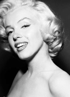 ★ ♡ Marilyn Monroe ♡ ★ Old Hollywood ★ Marilyn Monroe Fotos, Marilyn Monroe Hair, Marilyn Monroe Portrait, Mode Poster, Josie Loves, Pin Up, Robert Mapplethorpe, Annie Leibovitz, Actrices Hollywood