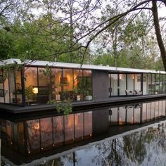 Vacation House Boat in Giethoorn One Level House Plans, Floating House, Great Places, House Design, House Styles, Houseboats, House Yacht, Boat House, Houseboat Living