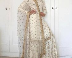 Discover recipes, home ideas, style inspiration and other ideas to try. Pakistani Formal Dresses, Pakistani Dress Design, Pakistani Outfits, Indian Outfits, Indian Dresses, Gharara Designs, Kurti Designs Party Wear, Indian Salwar Kameez, Patiala