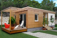 Casa prefabricada de modulares / en madera / con estructura de madera / moderna - LIVING UNIT - RIKO HAUS