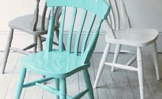 Remodelista Blog:  Painting windsor chairs in bright colors  Pintar cadeiras windsor com cores vivas