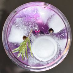 Delicious gin and tonic cocktail with rosemary garnish. Using Hendricks find and Fever Tree tonic, this really hits the spot and is a refreshing cocktail for this hot summer. Tonic Water, Gin And Tonic, Refreshing Cocktails, Classic Cocktails, Summer Cocktails, Provence, Juniper Berry Essential Oil, Lavender Syrup, Gin Cocktail Recipes
