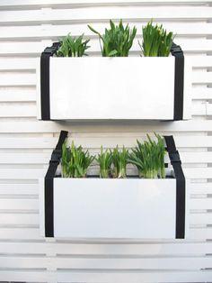 Bambula-blogista idea ruukkujen kiinnityksestä aitaan