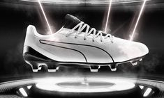 PUMA Introduces New King Platinum Lazertouch Football Boot Football Fashion, Football Outfits, Nike Football, Soccer Boots, Football Boots, Tumblr Sneakers, World Soccer Shop, Training Tops, Team S