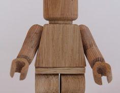 Art toy fabriqués main en bois de chêne, édition limitée a 20 exemplaires dans un packaging carton / bois .Wooden Art toy handmade in  limited edition of 20 piecesWood and cardboard for a natural packaging