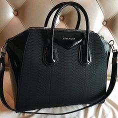 Why use luxury bags? Luxury bags are the ones which describe the status of a person. The bags should Big Purses, Cheap Purses, Cheap Handbags, Prada Handbags, Handbags On Sale, Fashion Handbags, Purses And Handbags, Fashion Bags, Leather Handbags
