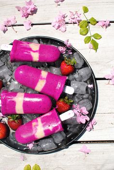 Strawberry Dragon Fruit Popsicles | // pitaya recipes // healthy desserts // healthy summer recipes // vegan recipes // vegan desserts // dragonfruit recipes // dragonfruit desserts //