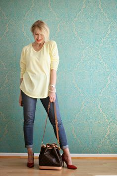 from http://www.glamupyourlifestyle.com/2014/08/casual-office-style-mit-jeans.html