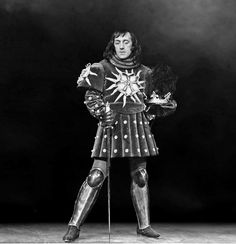 1953 Richard III Alec Guinness as Richard III Photo: Peter Smith Property of the Stratford Shakespeare Festival Archives Shakespeare And Company, Shakespeare Festival, Shakespeare Plays, Stratford Shakespeare, Richard 111, Detective Movies, Anne Neville, Shakespeare Characters, Alec Guinness