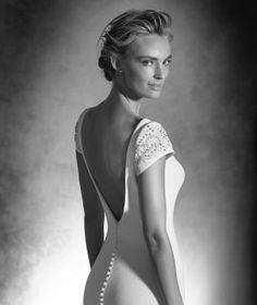 Irune, Kleid aus Crêpe mit V-Ausschnitt, für die elegante Braut