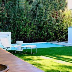 du gazon synth tique tout autour d 39 une piscine piscine gazonsynthetique d tente pelouse. Black Bedroom Furniture Sets. Home Design Ideas