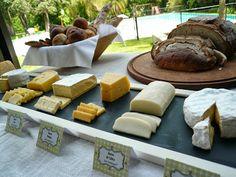 Mesa de queso y panes