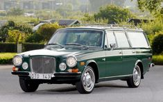 "(presumably of Sweden) who spotted this enhanced-at-birth 1972 Volvo here on bilwebauctions. It resides outside Göteborg, Sweden (""Gothenburg"" for us English-speaking types) until its auction on 5 May While it may or. Volvo Wagon, Volvo Cars, Volvo Estate, Day Van, Shooting Brake, Car Volkswagen, New Trucks, Station Wagon, Car Photos"