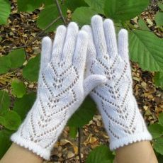 Wool Gloves, Knitted Gloves, Fingerless Gloves, Fantasy Inspiration, Historical Clothing, Antique Dolls, Fashion History, Arm Warmers, Shawl