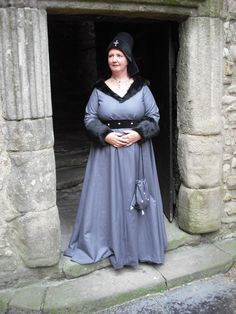15th Century Burgundian Gown at Cloak'd and Dagger'd