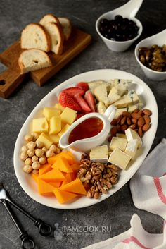 Cheese Platter Board, Cheese Platters, Food Platters, Tasty, Yummy Food, Appetisers, Charcuterie Board, Food Styling, Appetizer Recipes