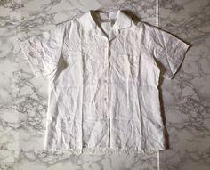 ⍆ now available: snow white linen button down crop top / vintage l.l.bean linen shirt / s / m / $67 #minminvintageshop #vintage #womenshirt #linen #vintageshop #whitetop
