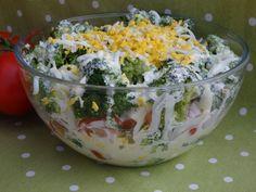 Sałatka warstwowa z brokułem pod sosem czosnkowym Tzatziki, Guacamole, Cobb Salad, Potato Salad, Cabbage, Food And Drink, Menu, Rice, Eggs