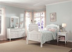 The beds in the Emma collection come in both twin and full sizes. This collection offers a bunk bed and a 4 poster option with the signature beds (4 poster option is not available on beds with low footboards)